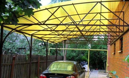 Сотовый желтый поликарбонат для забора или беседки