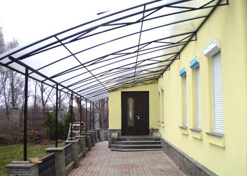 polikarbonatnye_navesy_dlya_doma_06