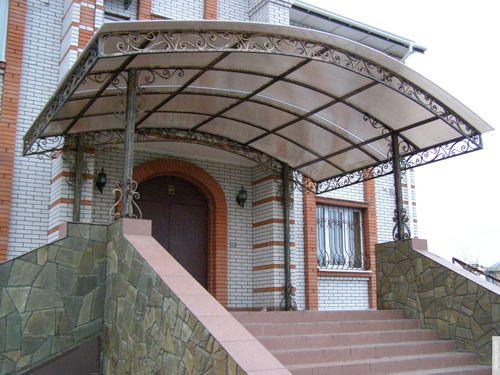 Популярные конструкции навесов и козырьков из поликарбоната