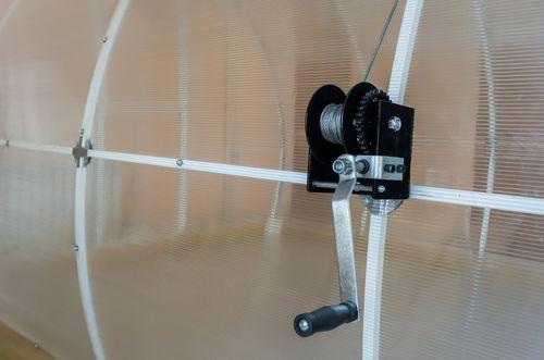 Устройство для открывания крыши на теплице